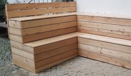 14_Gruenes_Klassenzimmer_-_Bank-Tisch-Sitzecken