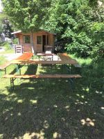45b_Gruenes_Klassenzimmer_Bank-Tisch-Sitzecke