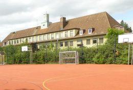 b-traven-oberschule-begruenter-ballfangzaun-2